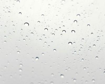 玻璃上的水珠PPT背景图片