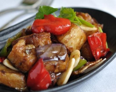 红烧茄子的家常做法 独家秘诀烧茄子不油还超好吃