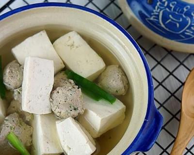 豆腐肉丸汤怎么做好吃(家常豆腐圆子汤做法)