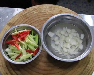 二十道简单易做家常菜之西芹炒百合
