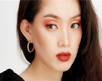 Cut Course眼妆深受女性喜欢 化妆步骤中最重要的眼影教程