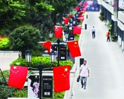 4万面五星红旗挂上武汉街头