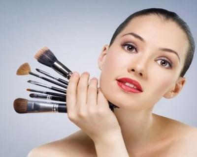 女生化妆后的迷之自信 新手化妆的正确步骤有哪些?