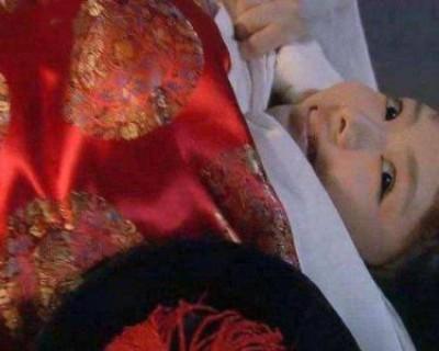 清朝的妃子侍寝很奇特 被男人抬来抬去都是裸着