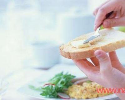 不吃早餐的危害有哪些,早餐来不及吃这三种食物必备