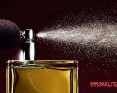 喷香水的正确方法是什么? 香水喷在这些地方最好且更持久!